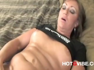 Very Nice Squirting Pussy: Watch this slut make her pussy squirt