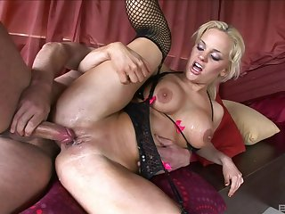 MILF with insane curves, serious anal threesome