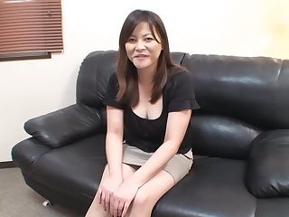 Filling her hairy pussy and getting old dick