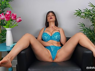 Solo female removes her lingerie for the ultimate solo play
