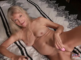 Eight minutes of awesome mature and milf photos in crazy slideshow video